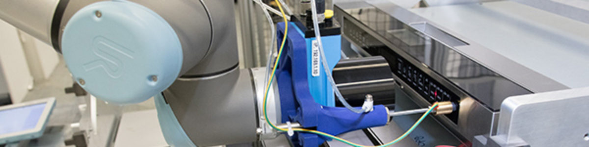 Robots in the Electronics Industry: Fast, Precise, Flexible – Thanks to Intelligent Sensor Technology