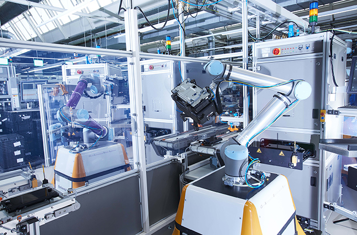Co-bot working in factory